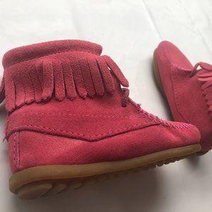 NIB Minnetonka Fringe Design Toddler Girl Boots 9